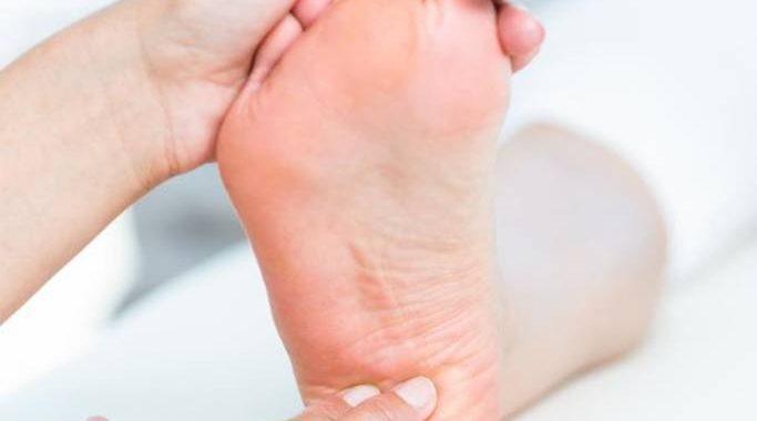 bol piety przy chodzeniu